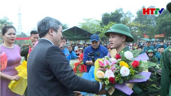 1.150 thanh niên Hà Tĩnh hăng hái lên đường nhập ngũ
