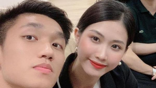 Tranh thủ V.League tạm nghỉ, tiền vệ U23 Việt Nam dẫn bạn gái mới về ra mắt gia đình