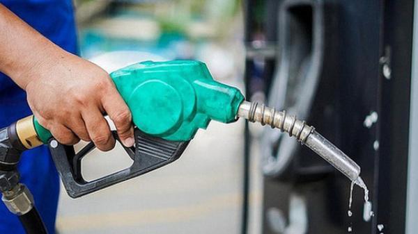 Giá xăng giảm 112 đồng/lít