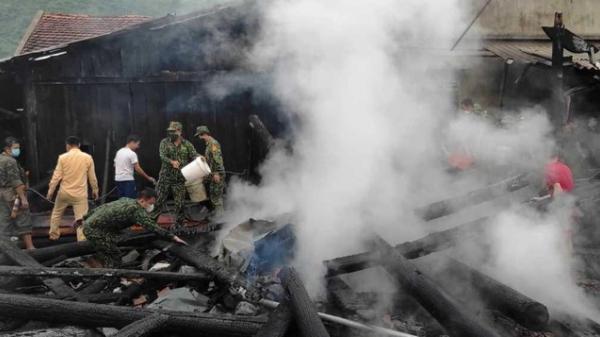 Cháy liên hoàn 3 ngôi nhà ở Nghệ An