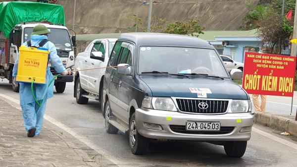 Cận cảnh hoạt động tại các chốt kiểm soát chống dịch Covid - 19 tại Lào Cai