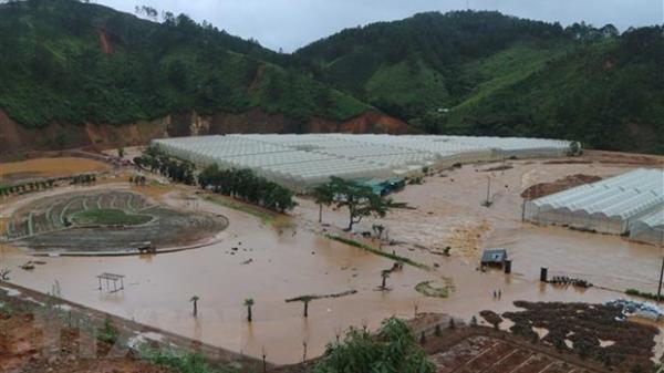 Ngoạn mục giải cứu 41 người bị nước lũ bao vây