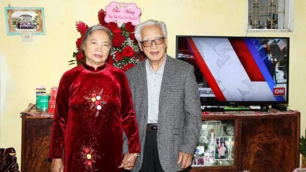 """Chuyện tình cặp đôi ở Hà Nội 50 năm chung sống vẫn """"anh - em"""" ngọt lịm, cháu nội ghen tị ra mặt"""