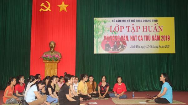 Mở lớp truyền dạy kỹ năng đàn và hát ca trù tại huyện Minh Hóa