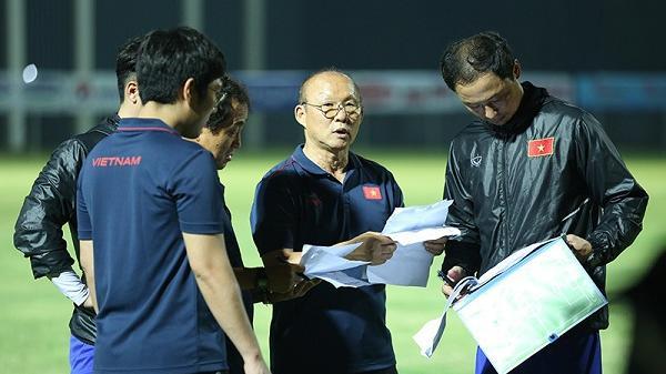 Chốt danh sách tuyển Việt Nam đấu Malaysia: Mạc Hồng Quân trở lại