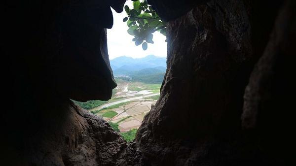 Khám phá hang Thẩm Váng ở Điện Biên - nơi hoang vu không dấu chân người