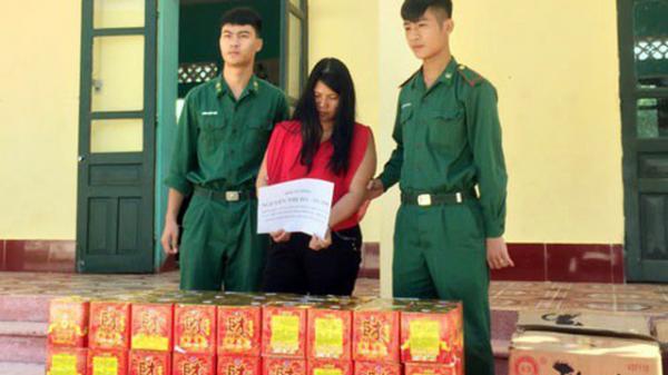 Dùng xe bò kéo 150 kg pháo từ Trung Quốc mang về quê