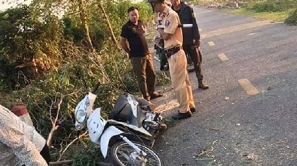 Nữ sinh tử vong do bị cây cưa đổ đè trúng khi đang lưu thông