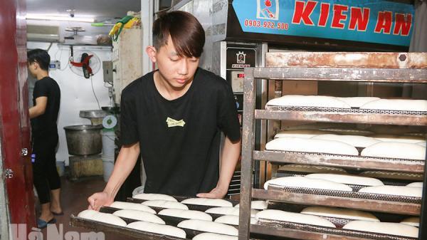 Thưởng thức món bánh mì lâu đời ở Hà Nam giữa lòng thủ đô