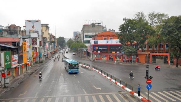 Ảnh: Đường phố Hà Nội vắng vẻ lạ thường ngày 30 Tết