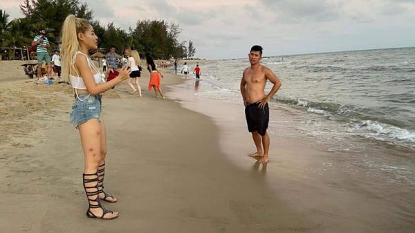 Du xuân ngắm biển cùng người tình Lương Bằng Quang, Ngân 98 bất ngờ để đôi chân đầy thẹo, quần áo 'mô-đen' tơi tả