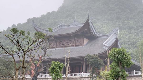 Hà Nam: Có thật đại gia Xuân Trường lập đền thờ vợ trong chùa Tam Chúc?