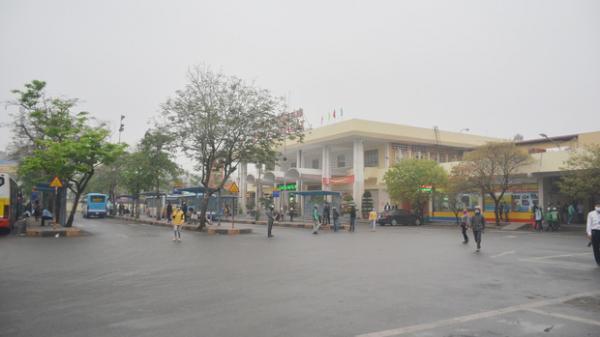 Bến xe ở Hà Nội vắng tanh vì ảnh hưởng của dịch Covid-19, nhà xe ra tận đường chèo kéo khách