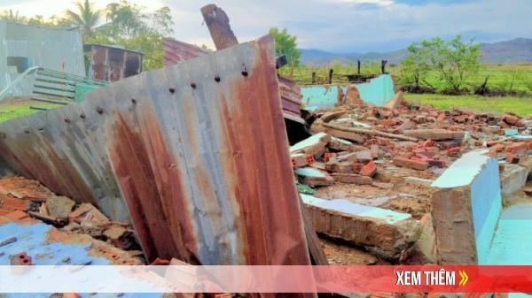 Hàng chục ngôi nhà bị tốc mái sau lốc xoáy tại Hà Tĩnh