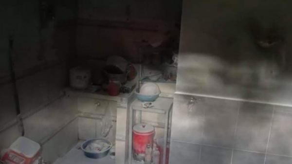 Vợ ghen tuông tạt xăng đốt nhà khiến chồng và con gái bị phỏng, phải nhập viện cấp cứu