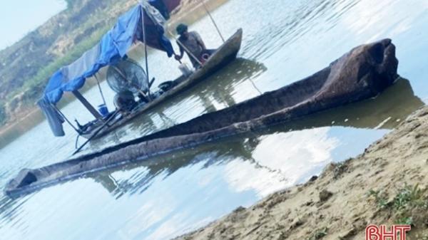 Hà Tĩnh: Phát hiện 2 thuyền độc mộc ước niên đại hàng trăm năm trên sông Ngàn Sâu