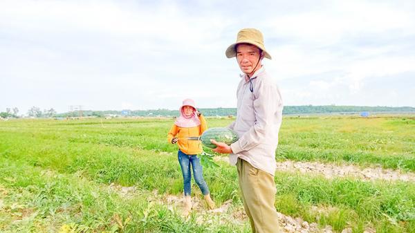 Người vận động dân làng trồng dưa hấu ở Gio Linh