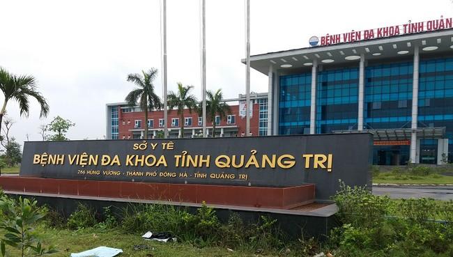 Lấy mẫu xét nghiệm SARS-CoV-2 cho hơn 300 người trở về từ khu nhà G, Bệnh viện Đa khoa tỉnh Quảng Trị