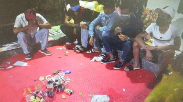 Triệu Phong: 14 người dưới tầng hầm quán karaoke d.ư.ơng t.ính với m.ai tú,y