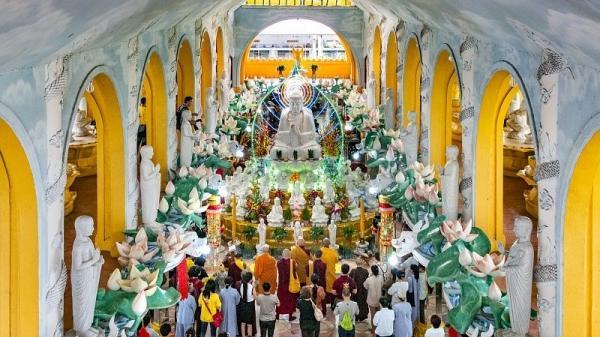Tham quan ngôi chùa không nóc tại Sài Gòn dịp cuối tuần