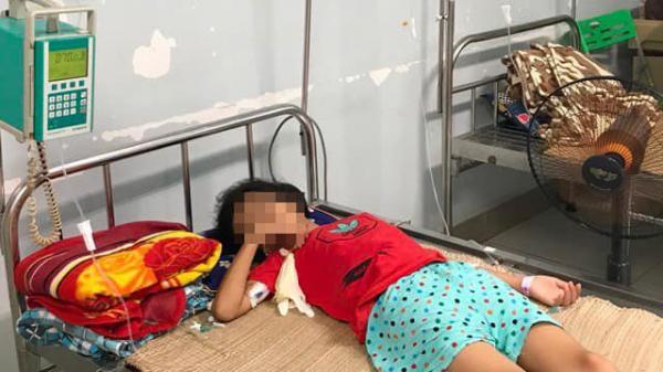 Uống nhầm axit rửa ắc quy, bé gái 11 tuổi nhập viện nguy kịch