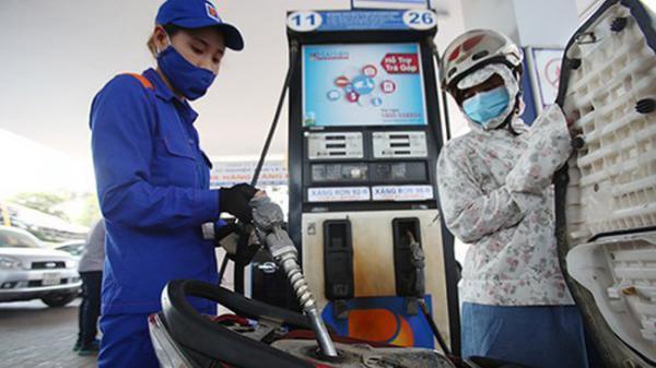 Ngày mai, giá xăng tiếp tục xuống mạnh, về mức 11 nghìn đồng/lít