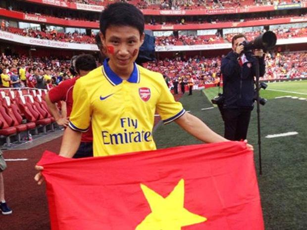 Xuân Tiến được mời sang sân chủ nhà của CLB Arsenal để xem trực tiếp thần tượng thi đấu