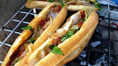 Món bánh mì nức tiếng xứ Quảng. Ảnh: Foody.